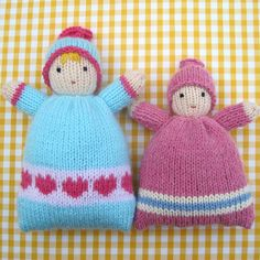 ♥ This listing is for a PDF knitting pattern and NOT for ready-made knitted dolls ♥ These soft, huggable LITTLE SWEETHEARTS make ideal 'first dolls' for tiny tots. When snuggled in a snowy white towel dolly will be extra cuddly (NB - towel not included). The knitting pattern for these cute