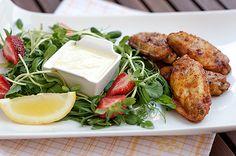 Kananpojan Hunajasiivet, currydippi ja kesäsalaatti