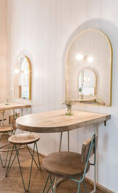 arched gold framed mirrors and cafe tables inside el pintón. Table Bar, Café Bar, Cafe Tables, Bar Table Design, Coffee Shop Design, Cafe Design, Layout Design, Design Ideas, Store Design