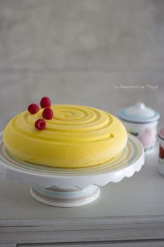 Mousse de Mango y Gelatina de Frambuesa Entremet Recipe, Whole Food Recipes, Cake Recipes, Mini Pavlova, Venezuelan Food, Mango Mousse, Japanese Cheesecake, Delicious Deserts, Mousse Cake