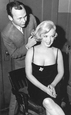 "Marilyn Monroe with hairdresser Kenneth Battelle during the ""Some Like It Hot"" roadshow, Chicago, March 1959."
