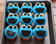 Cookie Monster Cupcakes: Just the picture. But it looks like a frosted cupcake with the bright blue sprinkles, half an Oreo cookie and candy eyes you can get at the craft store baking/decorating area. Monster Muffins, Cookie Monster Cupcakes, Oreo Cupcakes, Yummy Cupcakes, Cupcake Cookies, Oreo Cookies, Cupcake Cupcake, Panda Cupcakes, Vanilla Cupcakes