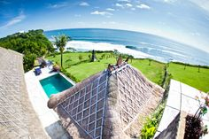 We've found the 10 best yoga retreats in Bali and we think you should come with us to explore them! Best Yoga Retreats, Bali Yoga, Ubud, Surfing, Meditation, Island, Vacation, Explore, Places