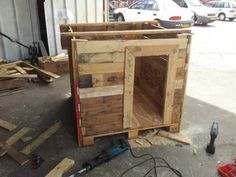 Tutorial To Make A Kid's Hut From Recycled Pallets Fun Pallet Crafts for Kids Pallet Sheds, Pallet Cabins, Pallet Huts