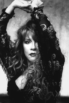 Stevie Nicks' Most Dreamy Looks - Stevie Nicks Fashion Fleetwood Mac 1970s Music Icon, Her Music, Look Vintage, Vintage Ladies, Buckingham Nicks, Stevie Nicks Fleetwood Mac, Stevie Nicks Witch, Stephanie Lynn, New People