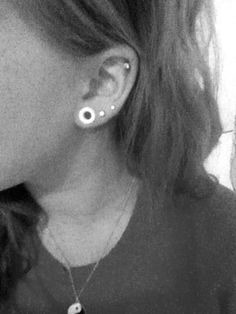 want to stretch my ear to either a 2g or a 0g like in this picture. cant decide which one.