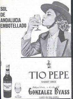 """1966: """"Sol de Andalucía embotellado"""". """"Lujo en su copa"""". Tio Pepe de González Byass. Beso de Mujer."""