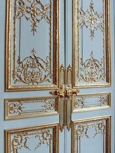 Luxury wooden sculpted interior door with gold leaf Teacher Door Hangers, Teacher Doors, Painted Doors, Wooden Doors, Door Decoration For Preschool, Front Door Steps, Traditional Windows, Timber Door, Spring Door