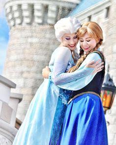 Elsa And Anna Frozen