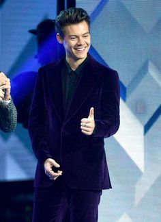 Harry Styles performs on X Factor Italy in Milan, Italy on November 2017 Bae, Ps I Love, Harry Styles Pictures, One Direction Harry, Treat People With Kindness, I Miss Him, Harry Edward Styles, Interesting Faces, My Sunshine