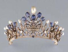 A sapphire-pearl tiara