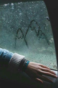 """""""As epístolas peculiarmente deixadas no vidro embaçado do seu carro - largado ao alento da noite, já que o aluguel de garagem não comportava nas pequenas economias dos trabalhos de veraneio - todas as manhãs."""" - Morning Messages"""