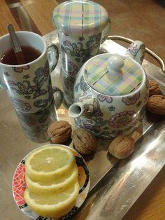 Turismo Rural: Infusión de te con limón y nueces Mugs, Tableware, Dinnerware, Tumblers, Tablewares, Mug, Dishes, Place Settings, Cups