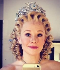 Carrie St. Louis is currently playing Glinda on the second national tour 2014. No press shots yet.