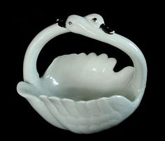 Vintage Porcelain Pottery Intertwined Swans Handle Swan Dish GREAT DETAIL