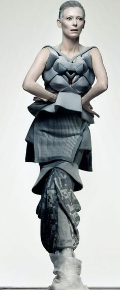 Modeconnect.com - Tilda Swinton in a structured dress