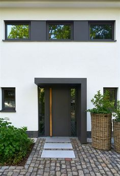 House remodeled with windows- Haus mit Fenstern umgestaltet House entrance Modern Entrance Door, House Entrance, Entrance Doors, Garage Doors, Design Exterior, Building A Porch, Door Canopy, House With Porch, Home Remodeling