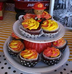 Firefighter Flame Cupcakes | Shared by LION