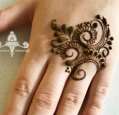 I like the simplicity of this ? Henna Tattoo Designs Simple, Basic Mehndi Designs, Latest Henna Designs, Finger Henna Designs, Henna Art Designs, Mehndi Designs For Beginners, Mehndi Designs For Girls, Mehndi Design Pictures, Mehndi Designs For Fingers