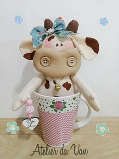 Pocillo vaca Fun Crafts, Arts And Crafts, Soft Sculpture, Diy Doll, Handmade Toys, Pin Cushions, Baby Dolls, Hello Kitty, Cow
