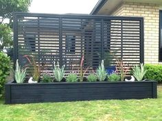 DIY Outdoor Privacy Screen Ideas It's great to have wonderful backyard. But sometimes, you need your own privacy. So here comes the solution; an outdoor privacy screen. You can build your own DIY privacy screen. Garden Privacy, Privacy Screen Outdoor, Garden Bed, Privacy Planter, Privacy Trellis, Privacy Ideas For Backyard, Privacy Fences, Hot Tub Privacy, Fence Planters