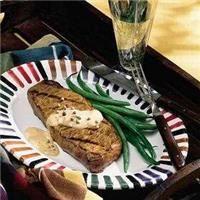 Dindon entier rôti de l'Action de grâce avec sauce à la moutardeDlicieuses recettes, parfaites pour les repas en famille | Aliments French's(MD)