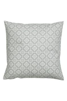 Velvet cushion cover: Cushion cover in cotton velvet with a concealed zip at the bottom.