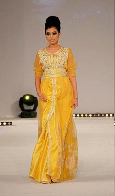 caftan jaune..if it was in a different color, encore mieux