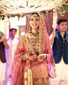 Pakistani Wedding Outfits, Indian Bridal Outfits, Pakistani Wedding Dresses, Pakistani Gharara, Pakistani Mehndi, Pakistani Girl, Walima, Pakistani Suits, Sabyasachi