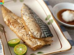 Effortless and delicious recipe for cooking mackerel with the oven with salt and pepper.