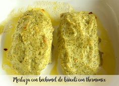 Merluza con bechamel de brócoli con thermomix Salsa Bechamel, Baked Potato, Banana Bread, Food And Drink, Baking, Ethnic Recipes, Desserts, Animal, Cook