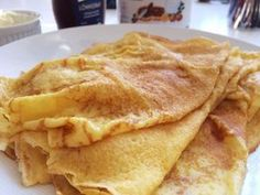 Genom att byta ut vetemjölet i en vanlig pannkakssmet mot maizena blir pannkakorna glutenfria. Brunch Recipes, Baby Food Recipes, Cooking Recipes, Good Food, Yummy Food, Danish Food, Swedish Recipes, Fodmap Recipes, Vegetarian Breakfast