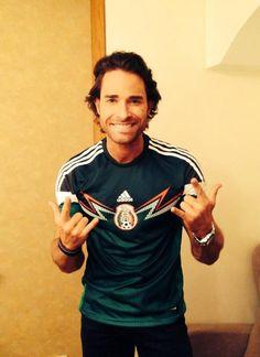 Sebastian Rulli apoyando a Mexico ;)