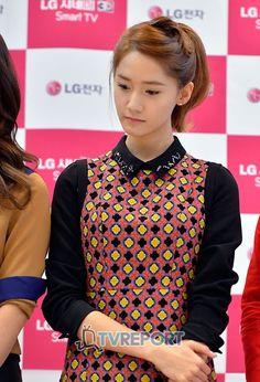 #Yoona #윤아 #ユナ #SNSD #少女時代 #소녀시대 #GirlsGeneration 121115 LG Fansign
