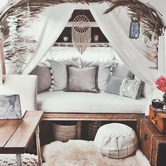 Airstream living! ... Because we all day dream from time to time about taking a 1 year vacation.... #happymonday #wanderingsoul #travelinglife