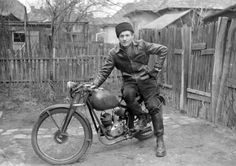 Old Pictures, Historical Photos, Motor Car, Vintage Photos, Old School, Black And White, Motorcycles, Fictional Characters, Bikers