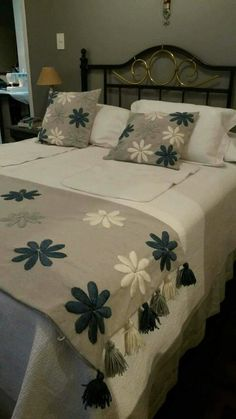 Boho Style Furniture And Home Decor Ideas Bed Runner, Bed Cover Design, Bed Design, Designer Bed Sheets, Floral Bedspread, Chenille Bedspread, Hand Embroidery Designs, Crewel Embroidery, Bed Covers