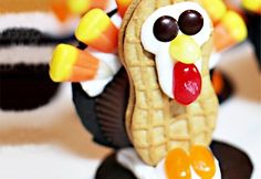 A huge gallery of the cutest Thanksgiving treats for kids AND adults. Everything from fun Thanksgiving Rice Krispie Treats to Turkey cookies and apple pie cupcakes. Thanksgiving Treats, Thanksgiving Turkey, Holiday Treats, Thanksgiving Preschool, Thanksgiving Square, November Thanksgiving, Hosting Thanksgiving, Cute Food, Good Food