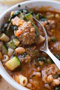 Minestrone soup with meatballs is a rich and hearty twist on classic minestrone, filled with tender beef meatballs, veggies, white beans, and fresh herbs! Minestrone Soup with Meatballs - Italian Meatball Minestrone Soup with White Beans Chili Recipes, Soup Recipes, Dinner Recipes, Cooking Recipes, Healthy Recipes, Meatball Recipes, Soup And Sandwich, Soup And Salad, Vegetarian Recipes