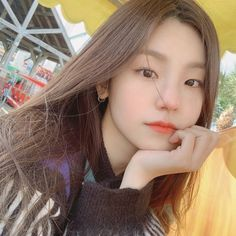 Image uploaded by ⠀⠀⠀愛 ˖ 𝐂𝐀𝐌𝐄𝐋. Find images and videos about kpop, aesthetic and theme on We Heart It - the app to get lost in what you love. Kpop Girl Groups, Korean Girl Groups, Kpop Girls, Icons Tumblr, Mode Streetwear, Ulzzang Girl, New Girl, Cool Girl, Asian Girl