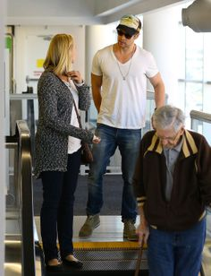 He rode an escalator, just like you and me... | Chris Hemsworth Goes to Bed Bath & Beyond, Looks Hot #chrishemsworth