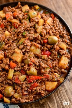 Cuban Beef Picadillo - a delicious hearty ground beef Cuban inspired recipe with flavoursome spices, potatoes, vegetables, olives and sultanas. Mince Recipes, Cuban Recipes, Cooking Recipes, Beef Picadillo, Mexican Picadillo Recipe Ground Beef, Ground Beef And Potatoes, Ground Beef And Spinach, Slimming Eats, Recipes