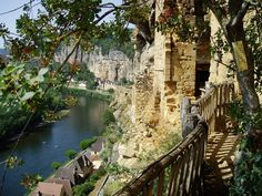 TSEKOURATOI.GR : ΥΠΕΡΟΧΕΣ ΕΙΚΟΝΕΣ: Ένα μεσαιωνικό χωριό για… απαιτητικούς επισκέπτες!