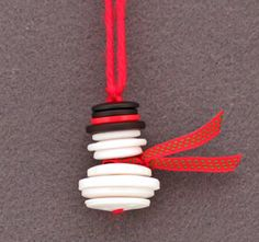 Button & Yarn Snowman Ornament: This Easy Christmas Crafts Button and Yarn Snowman uses white, black and red buttons, a short piece of ribbon and a short piece of yarn. There's no glue, no sewing, just lots of fun and easy for everyone Snowman Crafts, Snowman Ornaments, Handmade Ornaments, Diy Christmas Ornaments, Snowmen, Ornaments Ideas, Snowman Tree, Christmas Snowman, Button Ornaments Diy