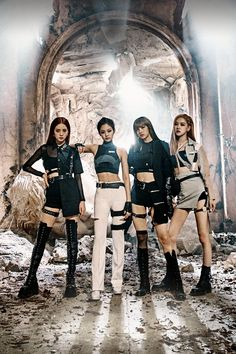"The K-pop divas of BLACKPINK just released their new EP and video for ""Kill This Love,"" which just made history. Blackpink Fashion, Sport Fashion, Fashion Outfits, Anime Outfits, K Pop, Oufits Casual, Casual Outfits, Summer Outfits, Casual Shorts"