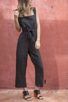 Easy does it. The Isobel jumpsuit is made from 100% linen and features a straight across neckline and adjustable criss cross straps with front tie detail. • Adjustable straps • Front tie detail • Back zip up closure • 100% linen Due to its delicate, hand-made nature,
