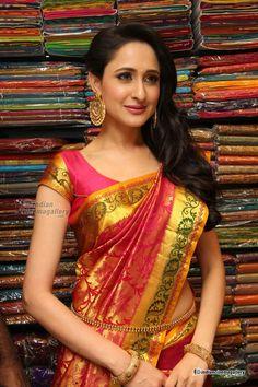 pragya-jaiswal-at-mangalam-showroom-launch-(26)