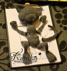 Smelly cat from FRIENDS, crochet grey cat, super cute street cat, craft, handmade, wool modelling clay, wires, szydełkowy kot, sierściuch, zrobiony na szydełku szary kot