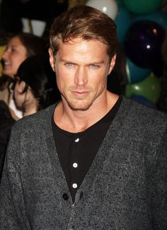 Jason Lewis aka Smith .... yummm
