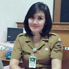 Wanita anggun Military Women, Military Fashion, Military Style, Salma Hayek Oscar, Beautiful Asian Girls, Beautiful Women, Cute Girls, Cool Girl, Indonesian Girls